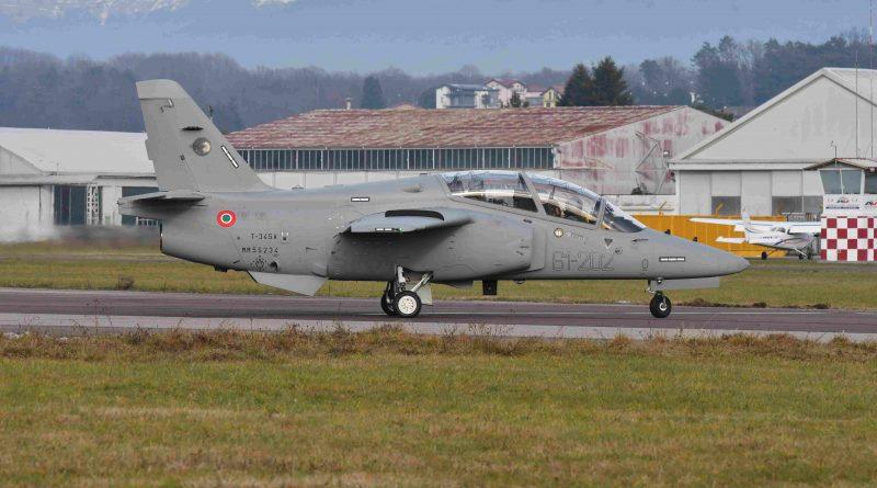 Leonardo consegna all'Aeronautica Militare i primi due esemplari dell'addestratore T-345A